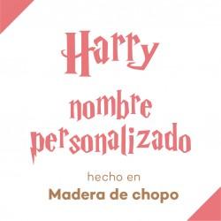 Nombre personalizado cortado en madera de chopo con tipografía de Harry Potter