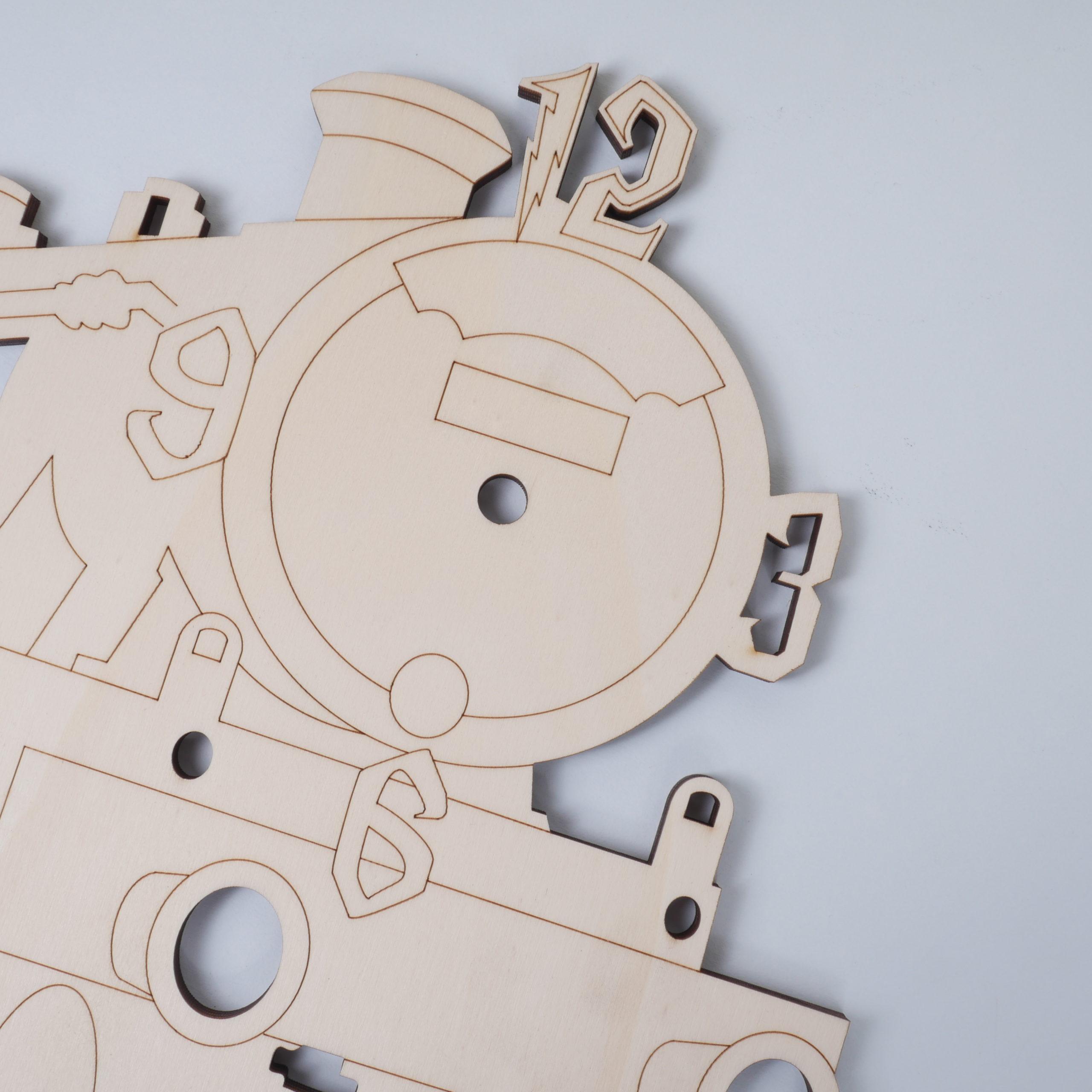 Detalle locomotora reloj en chopo