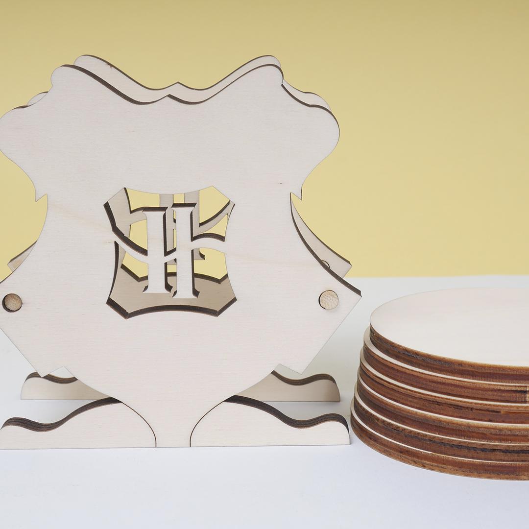 Pieza de madera escudo escuela de magia volumen 2